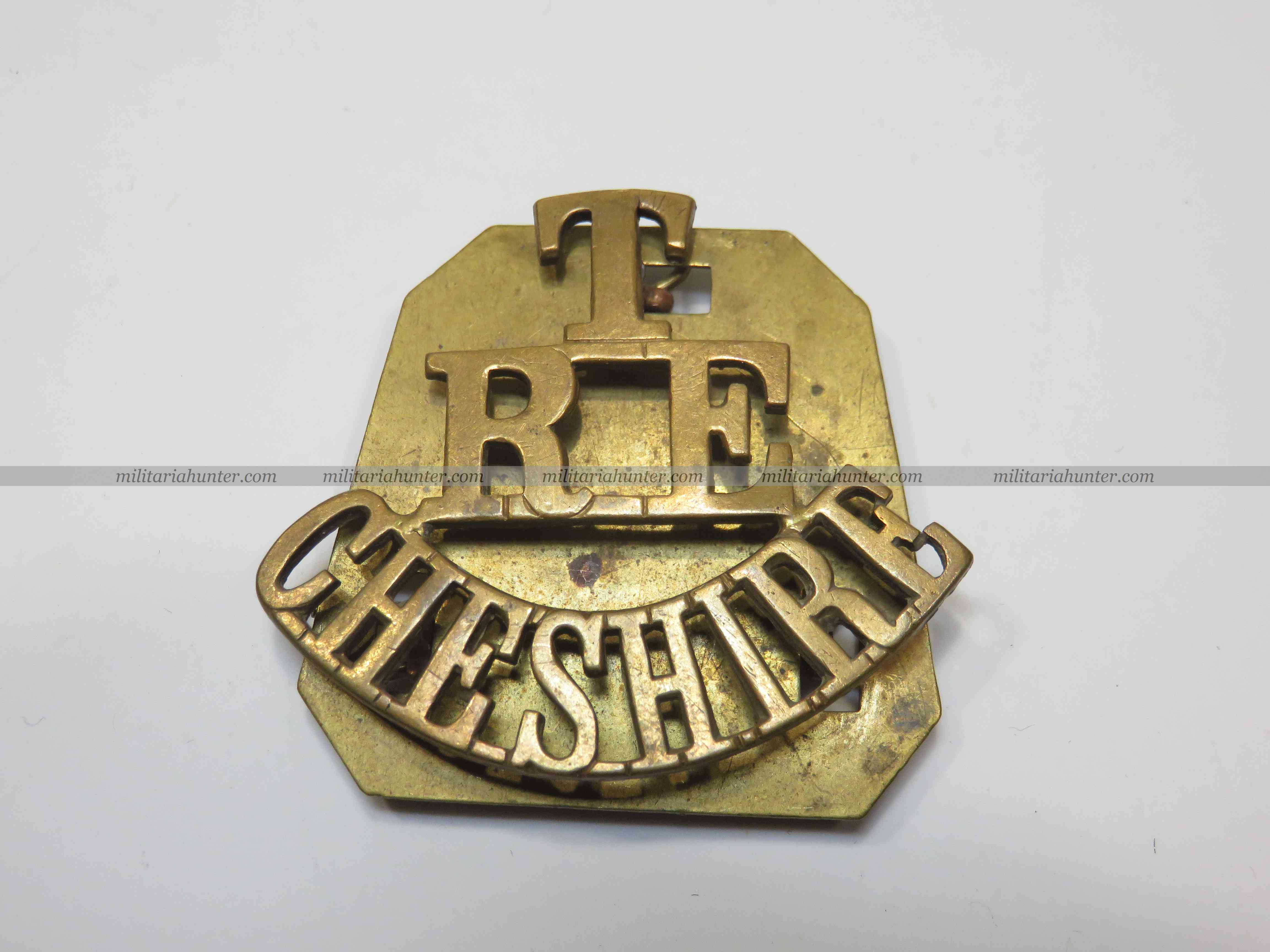militaria : ww1 Territorial Cheshire Royal Engineers brass shoulder title with plate