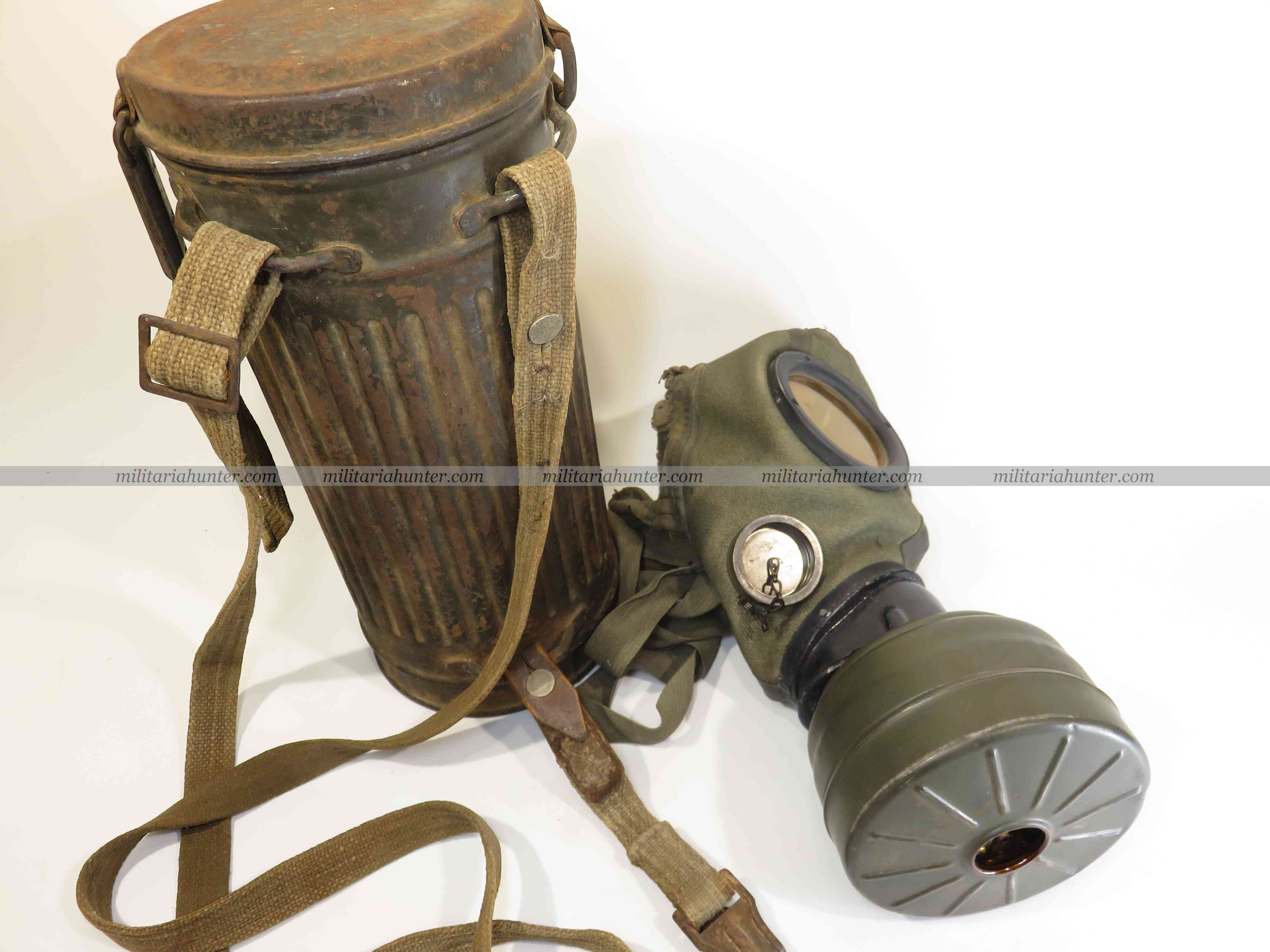 militaria : ww2 german communication gas mask - Masque à gaz prise microphone